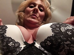 Warm and torrid Yankee housewife playing with her shaved pussy