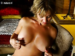 Sexy American housewife shows off hot body and masturbates